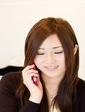 HP用 写真 携帯電話をかける 女性 縮小.png